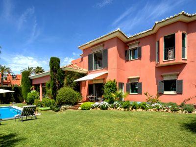 Stylish Family Villa in Altos de Puente Romano
