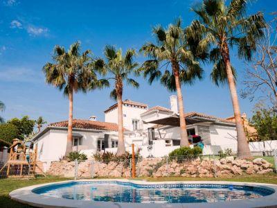 Modern villa near the golf course in Rio Real Marbella