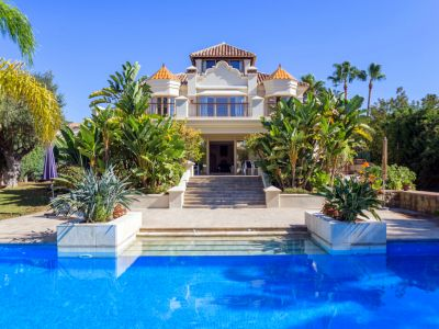 Enchanting beachside villa in Las Chapas Playa, Marbella