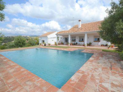 Villa mit groβem Grundstück in El Rosario Marbella