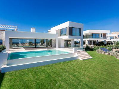 Contemporary Villa with excellent sea views