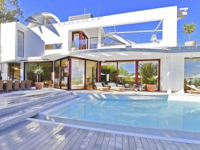 Contemporary villa with panoramic views