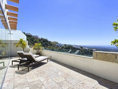 Duplex penthouse with breathtaking sea views in Los Monteros Marbella