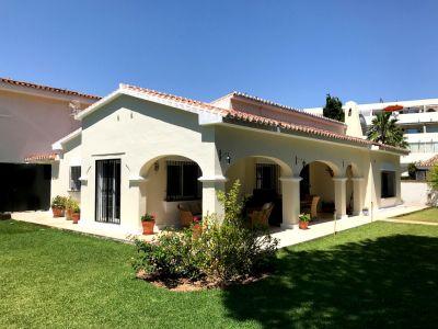 Second line beach Villa in Elviria