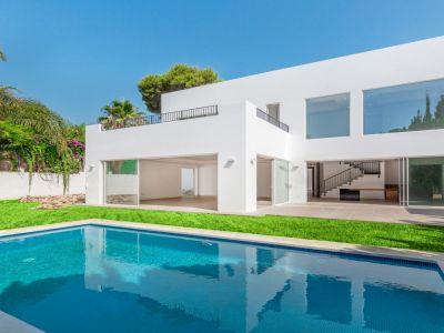 Moderne neugebaute Villa in Los Monteros Playa, Marbella