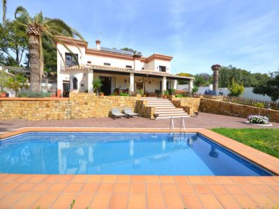 Andalusian style villa with pool near Rio Real Golf, Marbella
