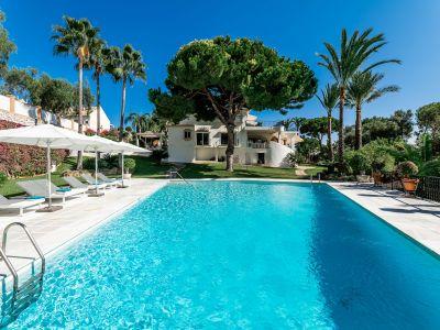 Elegante Villa direkt am Golfplatz in Rio Real Marbella