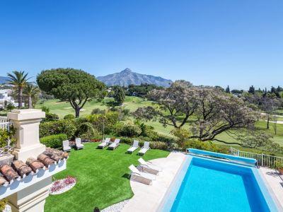 Stunning frontline villa with panoramic mountain views in Aloha Golf