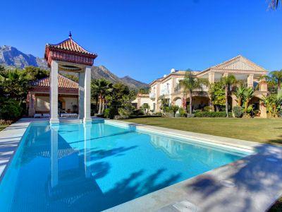 Palastartige Villa mit Meerblick in Sierra Blanca