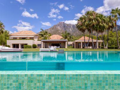 Contemporary villa in La Quinta de Sierra Blanca