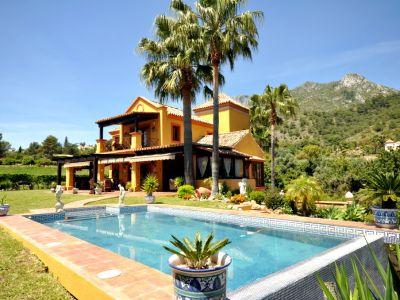 Villa clasica en Camoján con vistas al mar