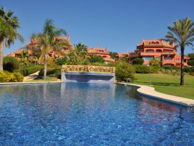 Beach side apartment with sea views in Elviria, Marbella