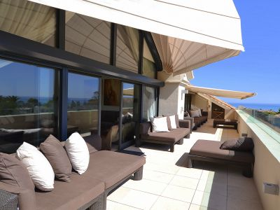 Exceptionally large penthouse of 405 m2 only 500 meters from the beach