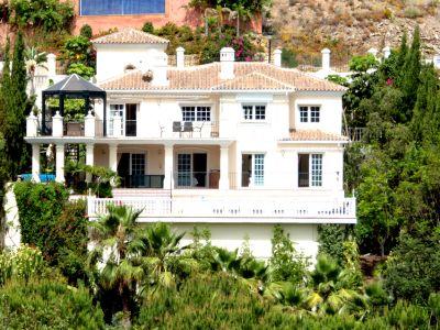 Amazing front line golf villa with sea views in Elviria, Marbella
