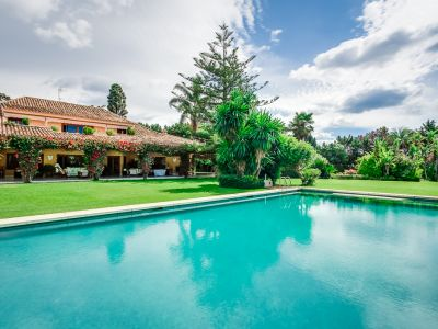 Fantastic villa with tennis court and well