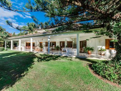 Villa mit herrlichem Garten in Guadalmina Baja