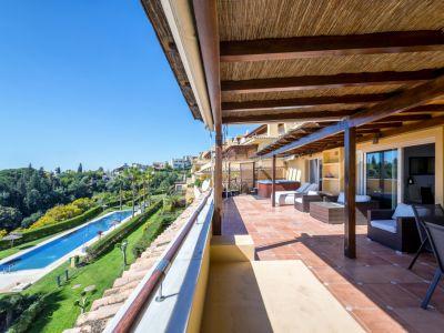 Fantastic three bedroom penthouse with sea views in Condado de Sierra Blanca