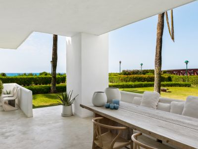 Marbella, Los Monteros, Modern frontline beach apartment for sale