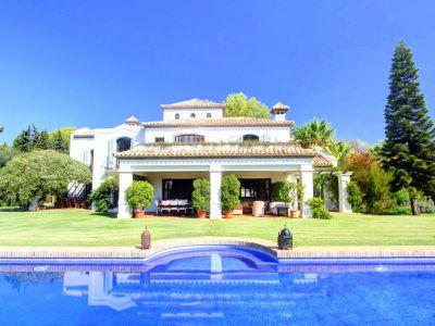 Villa de style andalou en face du club de Marbella