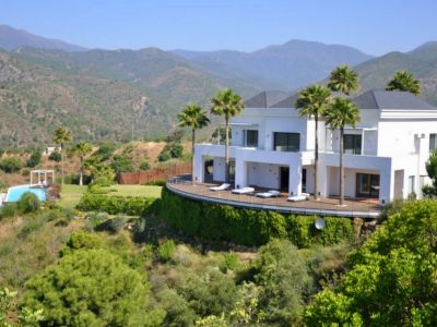 Modern designer villa with stunning views over the lake and the sea