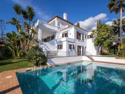 Belle villa avec vue sur la mer dans une communauté fermée Golden Mile
