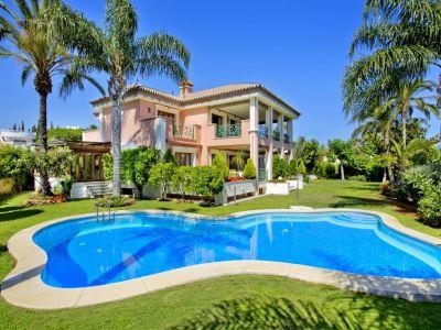 Imposante Luxusvilla in Strandnähe zum Verkauf in Bahia de Marbella