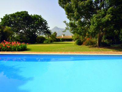 Charming Villa within Walking Distance to the Puente Romano Hotel