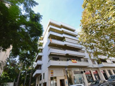 Gran piso, muy amplio y único por su gran dimensión y fantástica ubicación a tan sólo uno metros del Paseo Marítimo y playa de Marbella