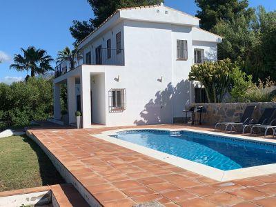 Gran oportunidad! Ahora precio reducido para una venta rápida de 995.000€ a 875.000€ Maravillosa villa en El Paraiso medio