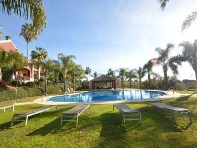 BAJADA DE PRECIO! Fantástica villa ahora con un precio reducido de 1.300.000€ a 980.000€ situado en la Milla de Oro de Marbella