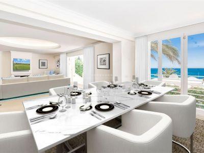 Exclusivo y único apartamento en primera línea completamente renovado, ubicado en la Milla de Oro de Marbella