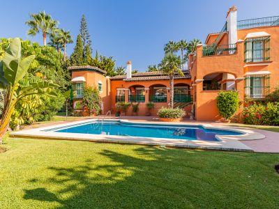 Maravillosa villa a 150 metros de la playa en Bahía de Marbella, Marbella Este