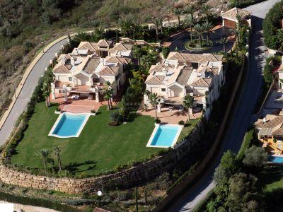Preciosa finca en la Milla de Oro de Marbella formada por 2 villas juntas, la rotonda A y la rotonda B. Dos villas independientes entre sí.
