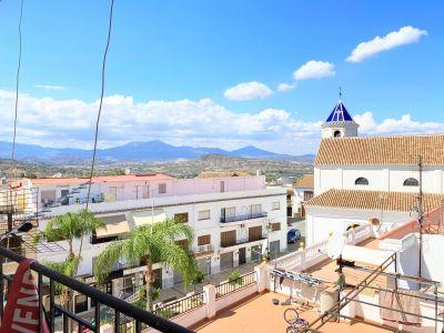 Amplio piso con terraza en centro de Alhaurin El Grande