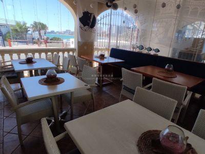 Restaurante en primera linea de la playa en Puerto Marina