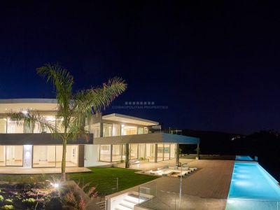 Espectacular Villa de Lujo en venta, con elegante hall de entrada, en Los Flamingos, parcela No. 18 en primera línea de Golf y con vista al Mar Mediterráneo.