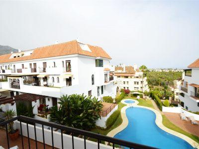Bonito ático tipo dúplex situado en una de las zonas mas prestigiosas de Marbella, en la Urbanización Lomas del Marbella Club.