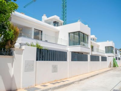Nuevas y modernas ubicadas en una de las zonas residenciales más lujosas de Marbella - Milla de Oro, a tan solo 100 metros de la playa.