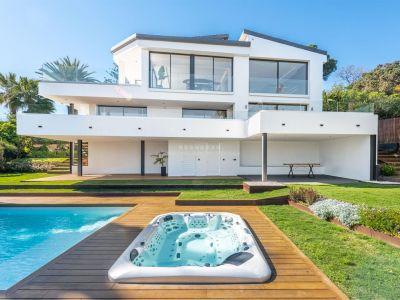 Villa-chalet con maravillosas vistas al mar en Carib Playa (Marbella-Este)