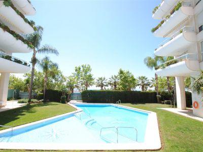 Estupendo apartamento orientado al oeste con bonitas vistas al mar en Marbella Centro