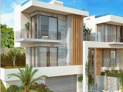 Parcela de 4166m2 en plena milla de oro de Marbella con vistas al mar y a la montaña para la construcción de 3 villas.