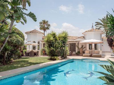 Villa Christine, una hermosa villa rodeada del campo de golf Los Naranjos.