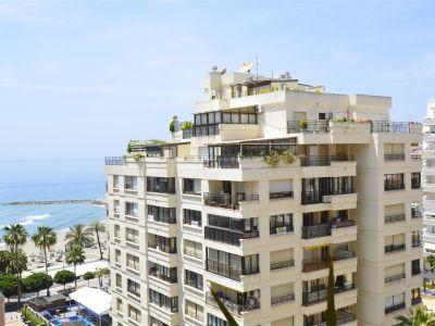 Excepcional apartamento a 50 metros de la playa y vistan magnificas totalmente reformado en Marbella Centro