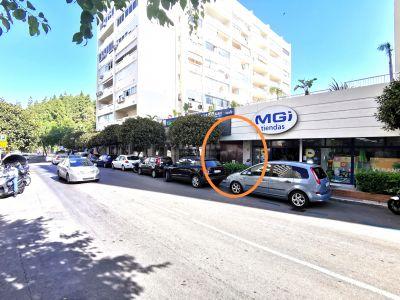 Local comercial de 100m a pie de calle en zona comercial a 1 minuto de Ricardo Soriano en Marbella Centro