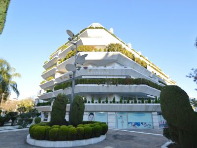 Increíble local comercial en Avda. Arturo Rubinstein en el centro de Marbella