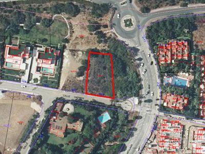 Plot in Altos de Puente Romano, Marbella