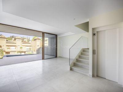 Semi Detached Villa in Altos de Puente Romano, Marbella