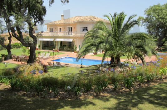 Well appointed house with magnificent views to the San Roque Golf Club