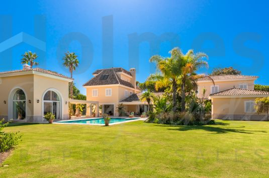 Recently renovated and extended south-facing villa in the ever popular area of the Kings & Queens close to the beach clubs and the Real Club de Golf.