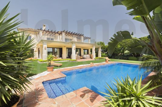 Spacious 3 storey villa with views over Valderrama and down the valley to the sea